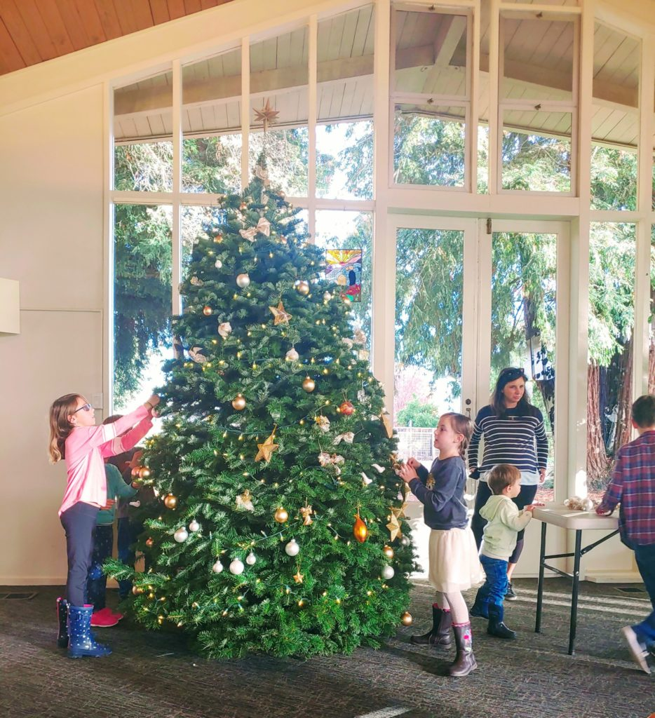 A big THANK YOU to the students and parents from Montessori de Terra Linda for decorating the church's Christmas tree. It is wonderful.